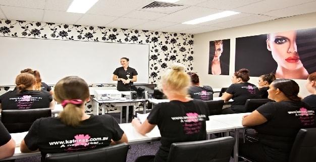 شرایط تاسیس آموزشگاه آرایشگری زنانه