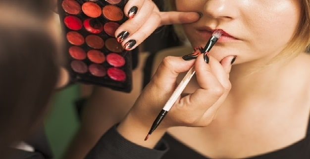 آموزش آرایش لب