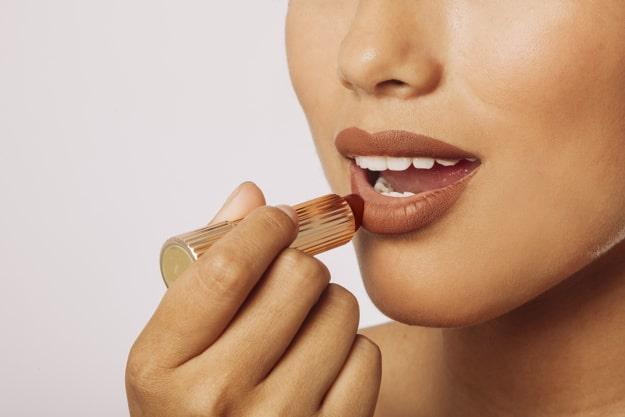 آموزش آرایش لب قلوه ای