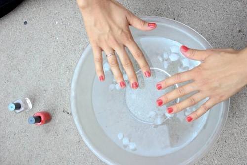 خشک کردن لاک با یخ