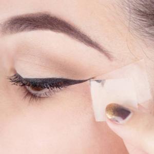 کشیدن خط چشم صاف با چسب